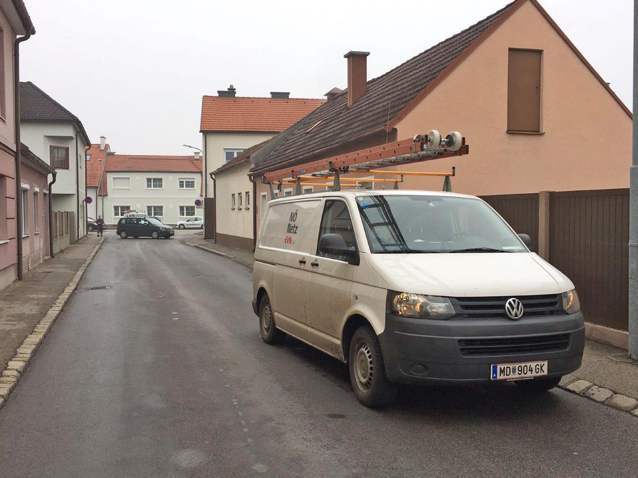 Neunkirchen - Gefährlich: Lkw gerät mit Kran in ...
