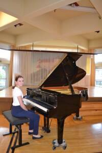 440_0008_8204116_wwa41nb_pianistin.jpg