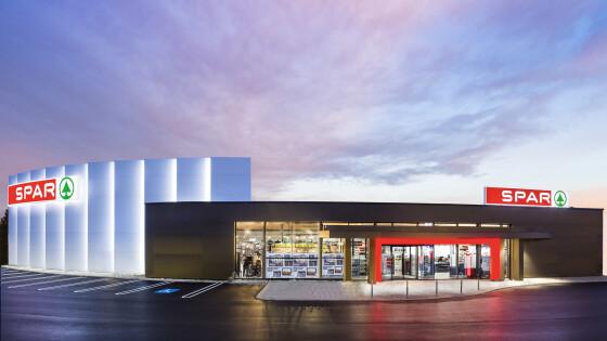 op modern präsentiert sich der neue SPAR in Hainburg den Kundinnen und Kunden.