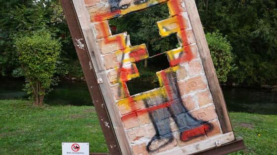 Kunstobjekt von Vandalen zerstört