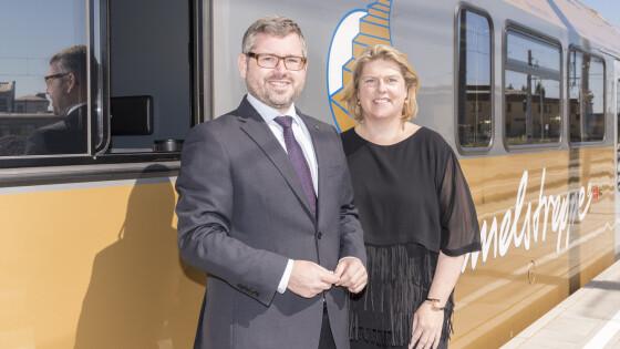 Landesrat Ludwig Schleritzko und Niederösterreich Bahnen Geschäftsführerin Barbara Komarek legen den Fokus auf Sicherheit und Komfort für die Fahrgäste.