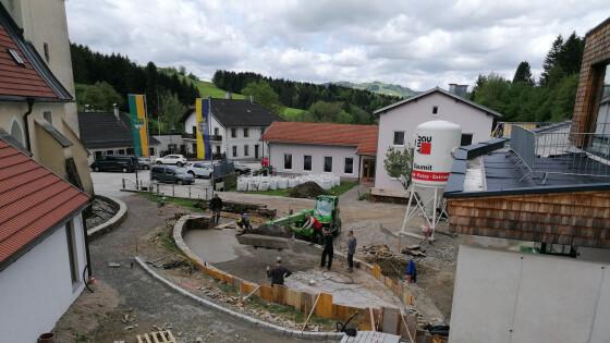 440_0008_8083653_erl20reinsberg_dorfplatz_vonoben.jpg