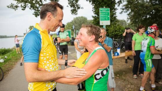 Sportlandesrat Jochen Danninger mit Weltrekordlerin Alexandra Meixner