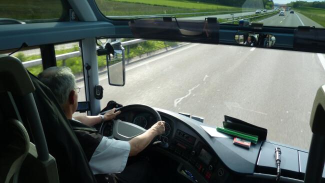 Kopie von Bus Busfahrer Reisebus Symbolbild