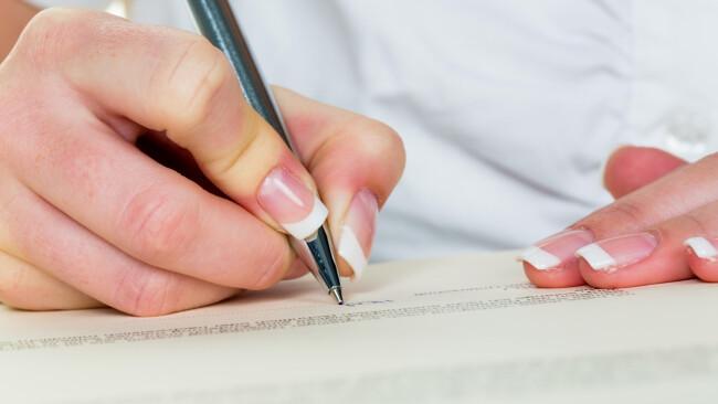 Schreiben Ghostwriter Unterschrift Symbolbild