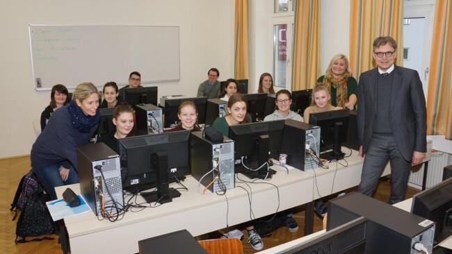 Eine Höhere Lehranstalt für Kommunikations- und Mediendesign gründen die Franziskanerinnen in Amstetten im Rahmen ihrer Wirtschaftsschulen. Begonnen wird im September 2019 mit einer Klasse.