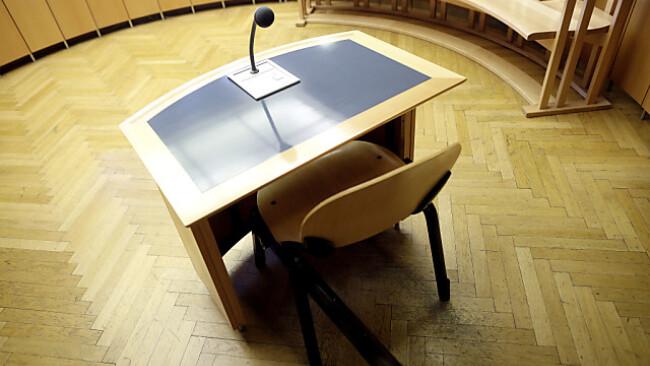 Der Platz des Angeklagten im Gerichtssaal