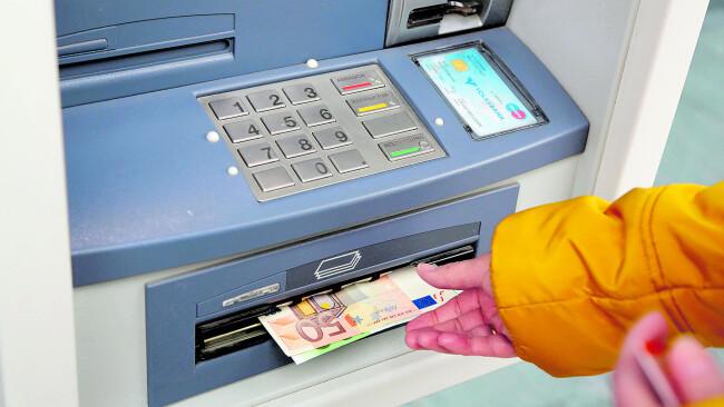 440_0008_7572574_erl20lackenhof_bankomat_c_shutterstock_.jpg