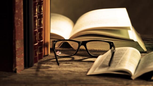 Literatur Buch Symbolbild