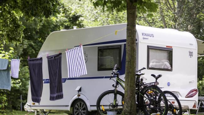 Campen und Radfahren Camping Symbolbild