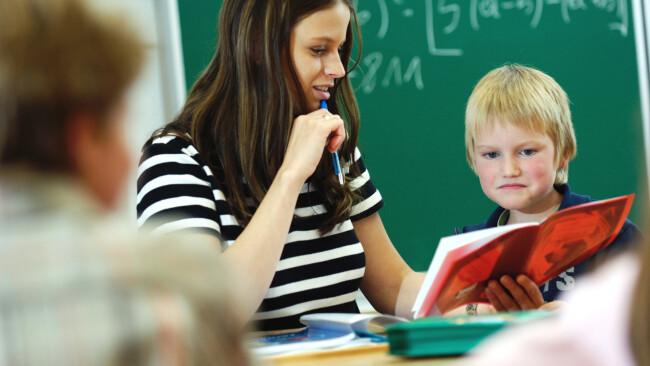 Lehrer Schule Symbolbild Unterricht