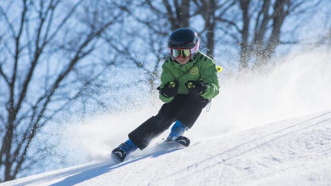 Skifahren Skifahrer Ski Symbolbild