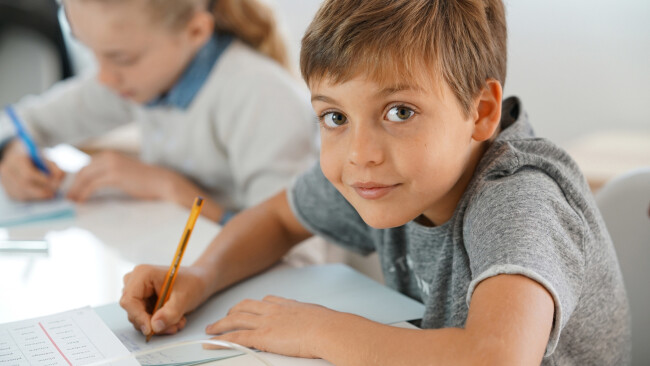 Schüler Schule Schülerin Symbolbild Bildung