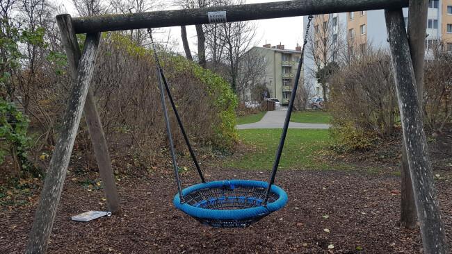440_0008_7111163_gre48gb_swe_raubueberfall_rathauspark_n.jpg