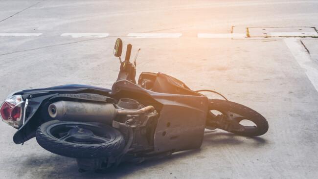 Moped Mopedunfall Mofa Moped-Unfall Symbolbild