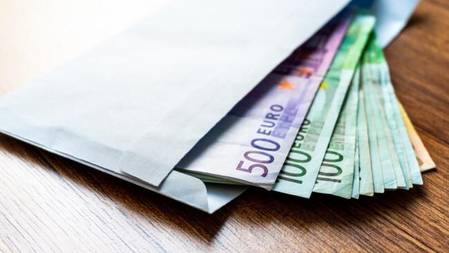 Geld Kuvert Symbolbild