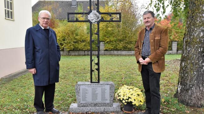 Pfarrer P. Hans Schwarzl mit Mitinitiator Herbert Haslinger