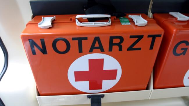 Rotes Kreuz Rettung Sanitäter Notarzt Notfall Symbolbild