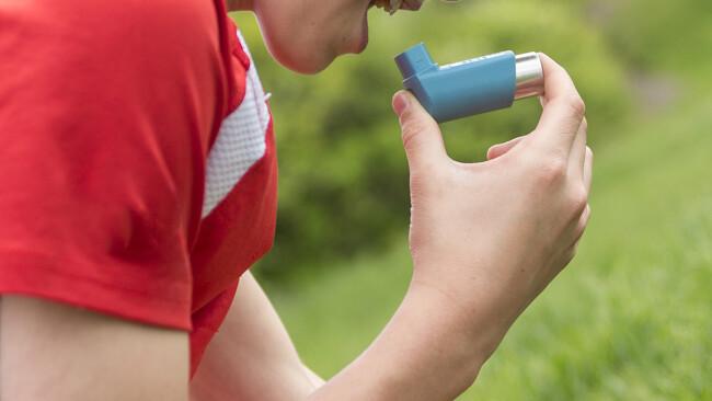 Asthma Asthmaspray Spray Allergie Atemnot Symbolbild