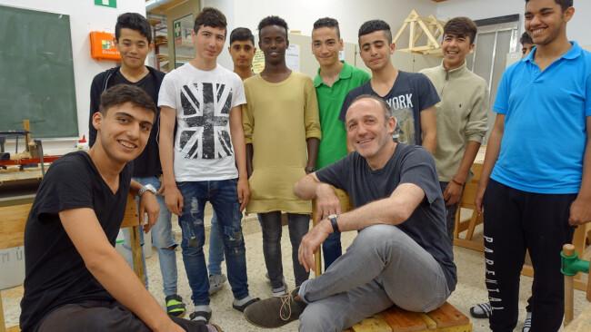 """Markovics Prominenter Besuch in der """"Deutsch als Zweitsprache""""-Klasse in der Schule für Wirtschaft und Technik (SWT) in Mödling"""