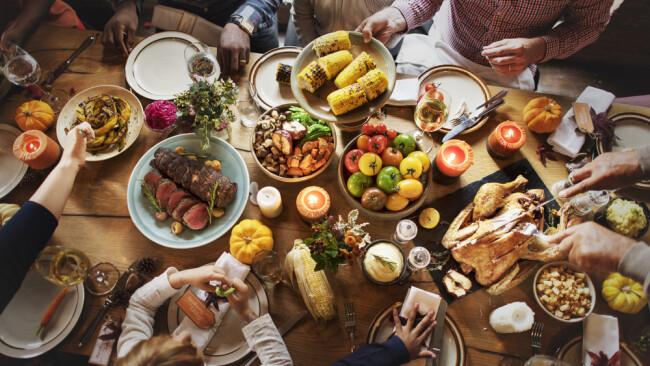 Symbolbild Erntedank Erntedankfest Essen Speisen Gemüse Fest Feier
