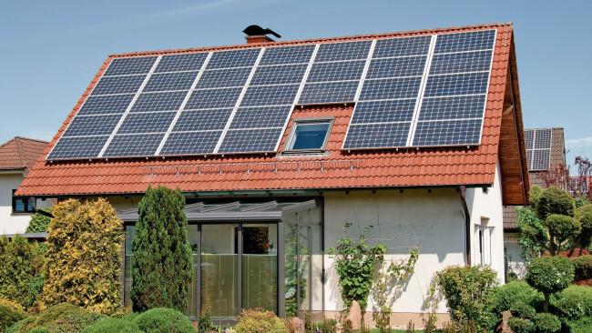 Photovoltaik Haus Energiesparen Symbolbild