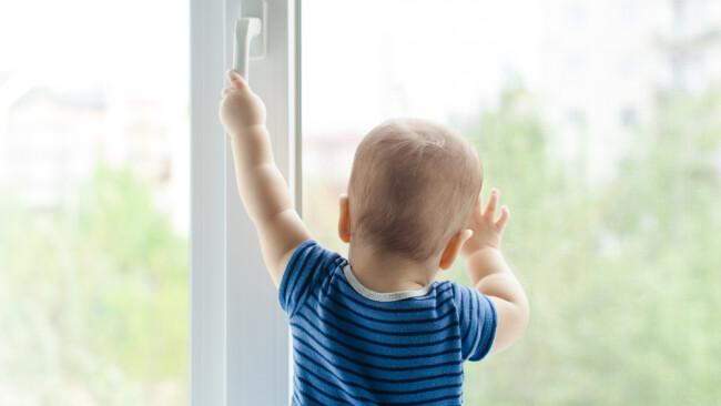 Fenstersturz Fenster Symbolbild