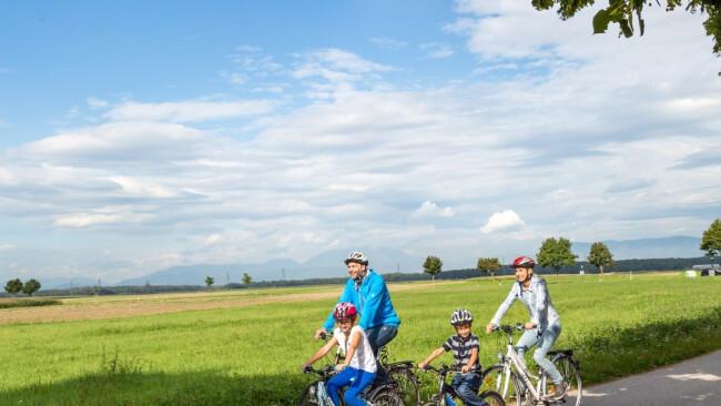 Feistritztal Radweg Familie Radfahren Symbolbild