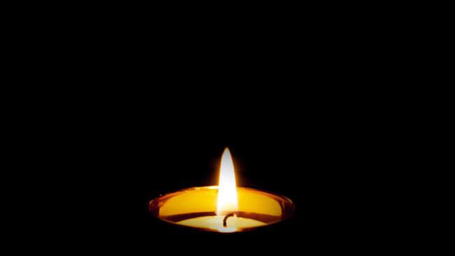 Trauer Todesfall Kerze Kondolenz Begräbnis Symbolbild