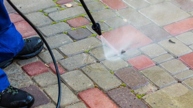 Hochdruckreiniger Gartenarbeit Reinigen Waschen Symbolbild