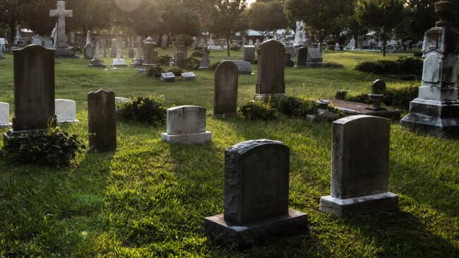 Friedhof Grabstein Symbolbild Beerdigung