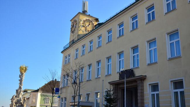 Rathaus Zistersdorf Symbolbild 440_0008_7441879_mar49nina_gemeindeamt_zistersdorf_2.jpg