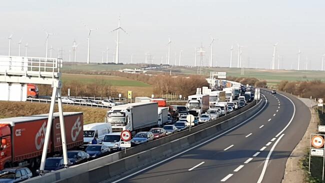 hier für das update am Grenzübergang Nickelsdorf Bild- und Videomaterial.