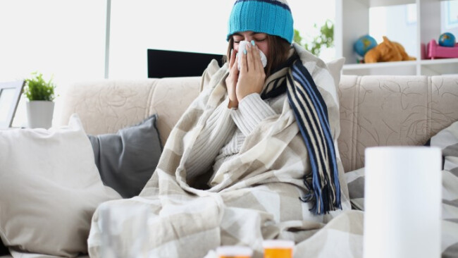 Krank, Krankheit, Schnupfen, Virus, Patient, Schneuzen, Coronavirus, Symbolbild