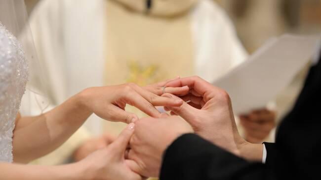 Hochzeit Heirat Ehepaar Kirchliche Ehe Heiraten Symbolbild