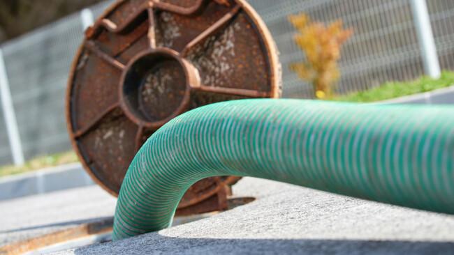 Kanal Abwasserkanal Abwasser Abpumpen Symbolbild