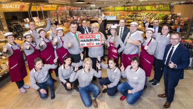 Das Team des neuen SPAR-Supermarktes in Hainburg heißt die Kundinnen und Kunden ab sofort herzlich willkommen.