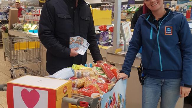 Spendenaktion bei Hofer für gute Laden.jpg