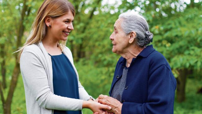 Alter Senioren Pflege Betreuung Symbolbild