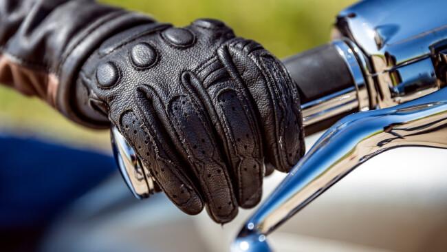 motorradfahrer motorrad symbolbild