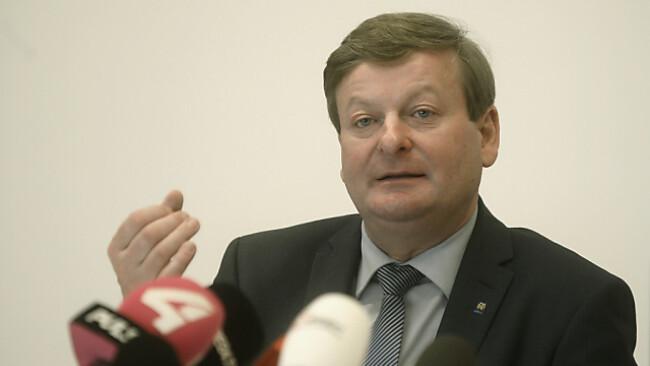 Landesrat Gottfried Waldhäusl (FPÖ) rechtfertigt Einsparungen