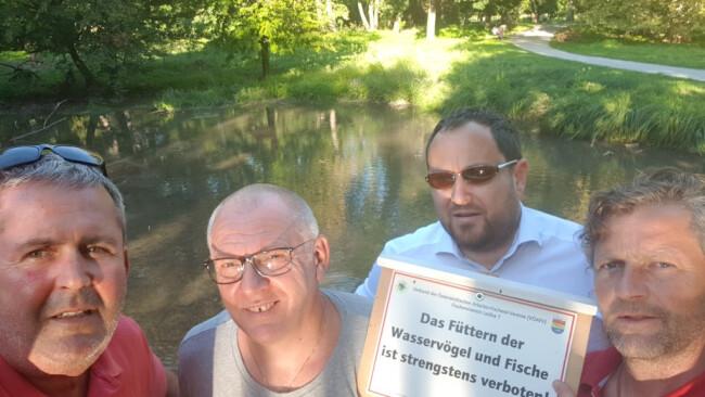 gre37sb-harrachpark-fische-füttern -klein_privat.jpg