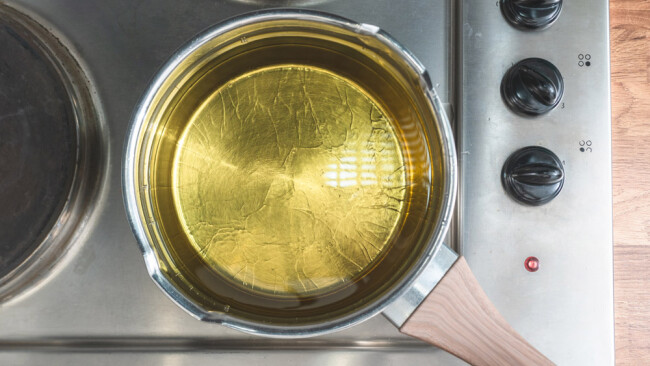 Öl Topf Kochtopf kochend Kochen siedend Symbolbild