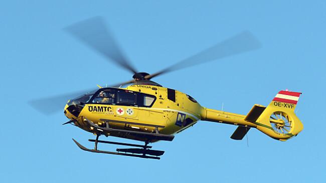 Ein Notarzthubschrauber musste den Verletzten ins Spital bringen