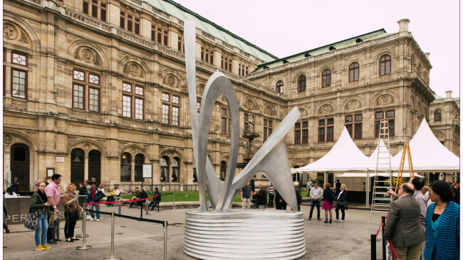 Berg-Denkmal in Mödling gefertigt  Enthüllung vor der Wiener Staatsoper