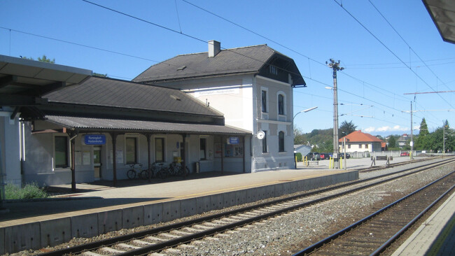 Bahnhaltestelle in Ramingdorf Bahnhof