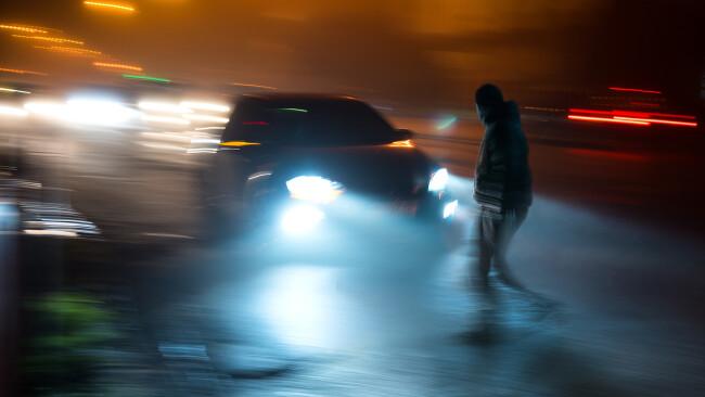 Auto Fußgänger Angefahren Fahrerflucht Symbolbild