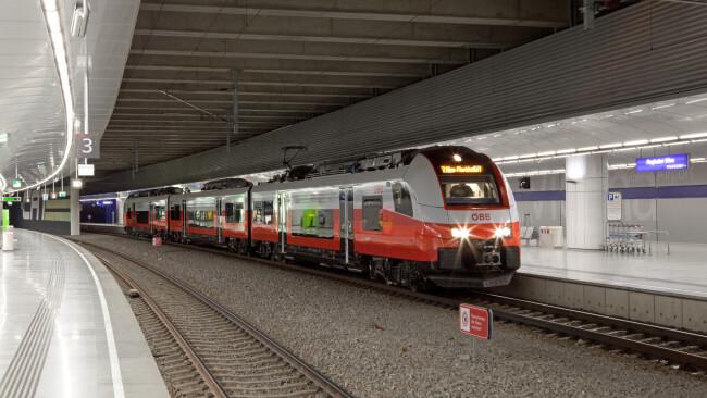 440_0008_7028374_gre36gb_reg_s7_flughafenbahnhof_liehart.jpg