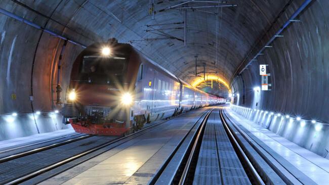440_0008_7087397_stp45bs_railjet_tunnel.jpg