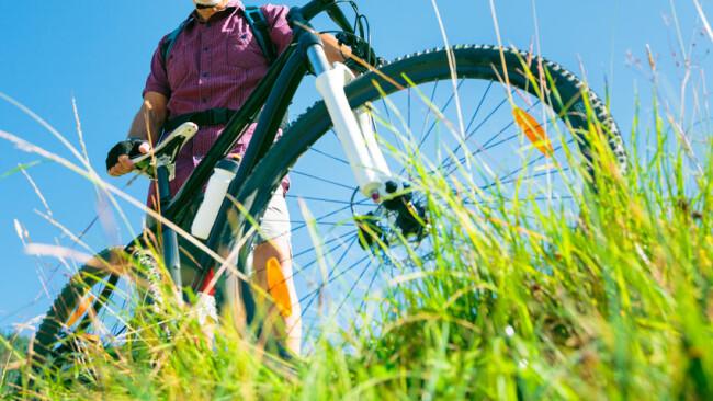 Rad Fahrrad Radtour Mountainbike Steigung Berg Hügel Anstieg Symbolbild